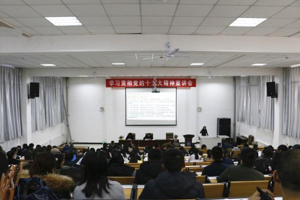 10月20日,管理学院学生支部24名党员奔赴延川县梁家河村,感受习总书记